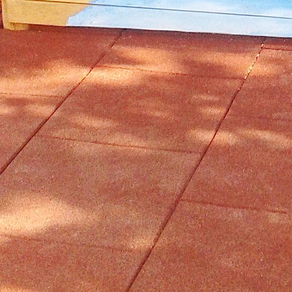Gumová dlažba (čtverce z recyklované pryže)