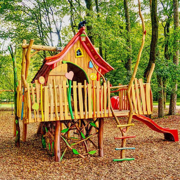 Dřevěné dětské hřiště